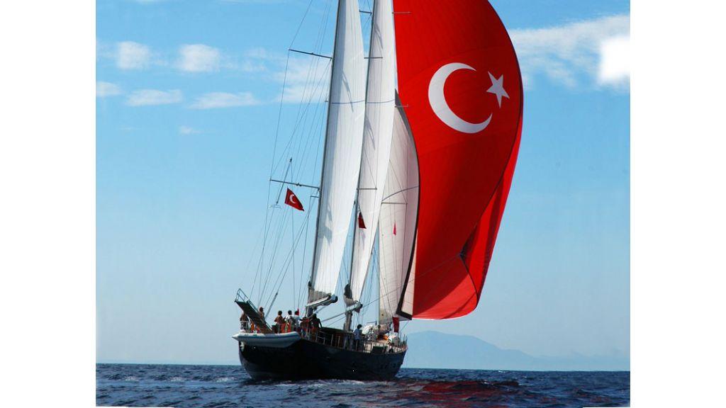 Sailing_yacht_sureya (11)