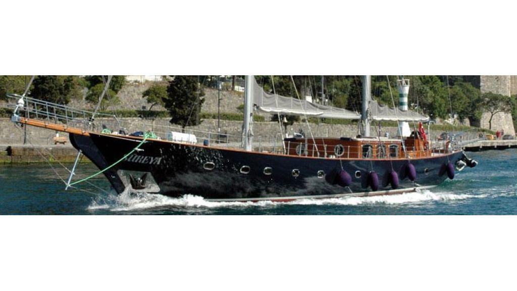Sailing_yacht_sureya (1)