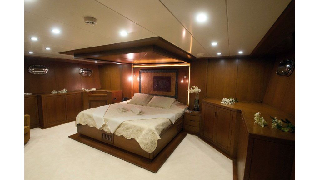 transom Sailing Yachy