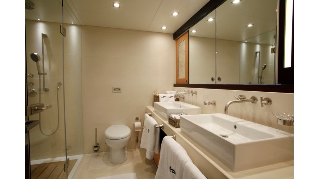 vip_cabin_bathroom
