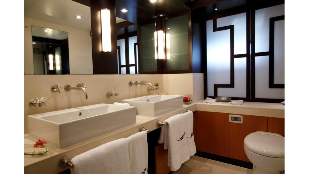 VIP_cabin_fw_bathroom