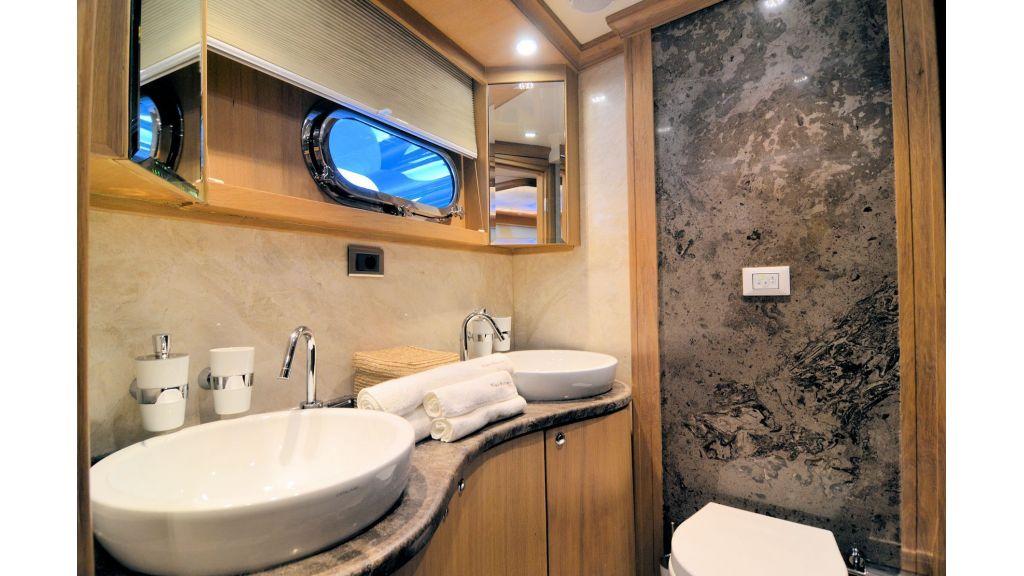 Blue Heaven - Aft Master Bath Room