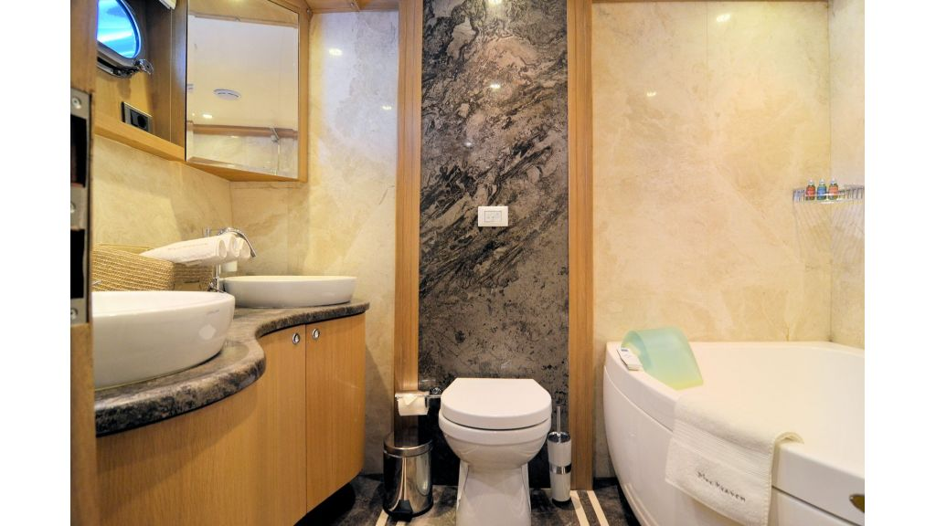 Blue Heaven - Forward VIP Bath Room 2