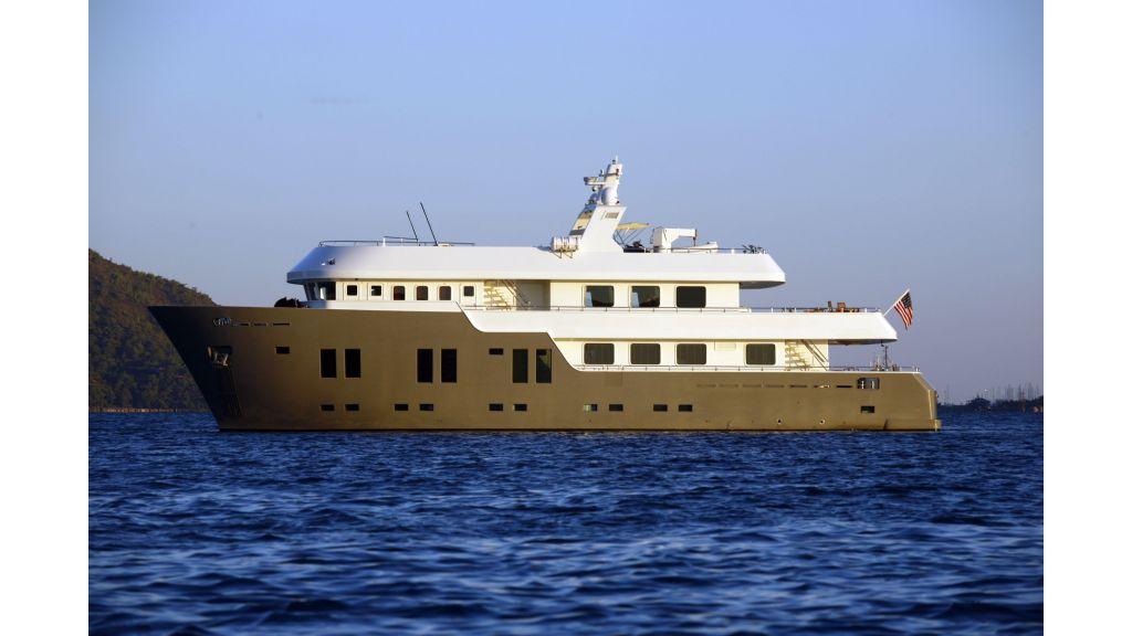 Explorer class motor yacht (1)