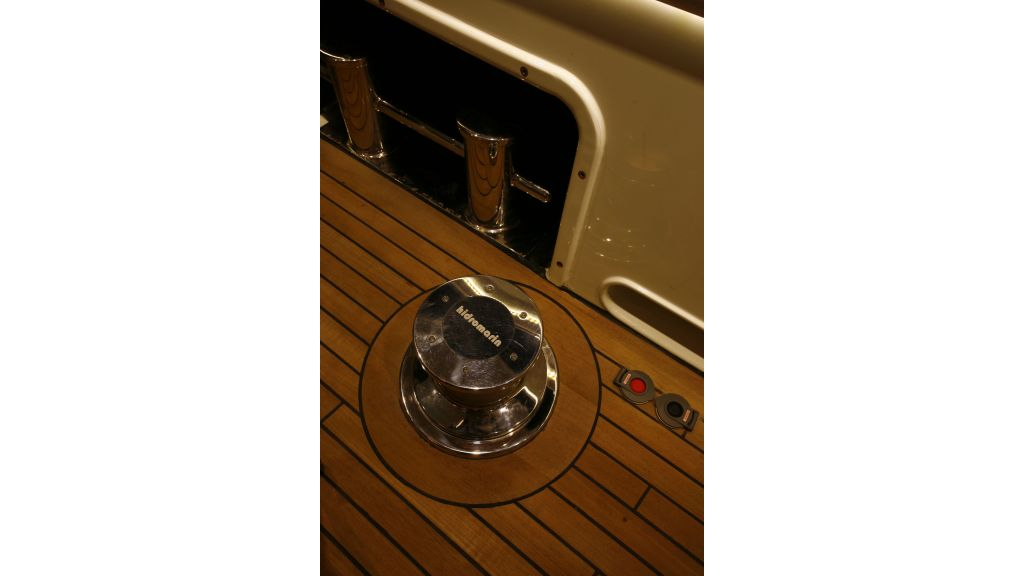 Explorer class motor yacht (12)