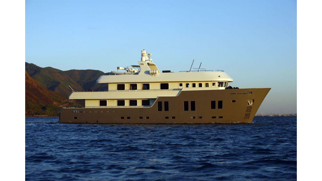Explorer class motor yacht (2)