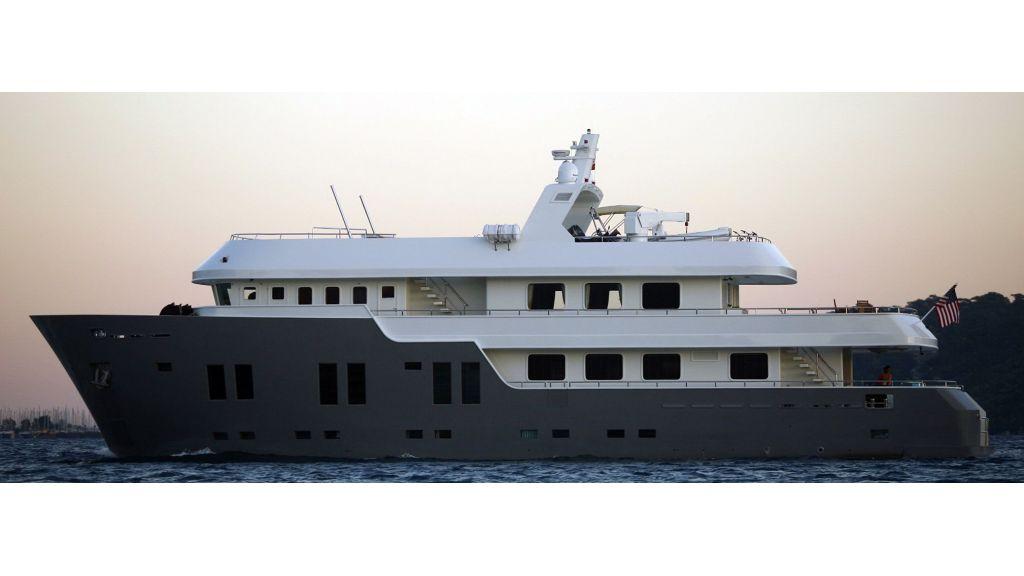 Explorer class motor yacht (3)