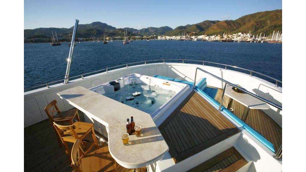 Explorer class motor yacht (52)