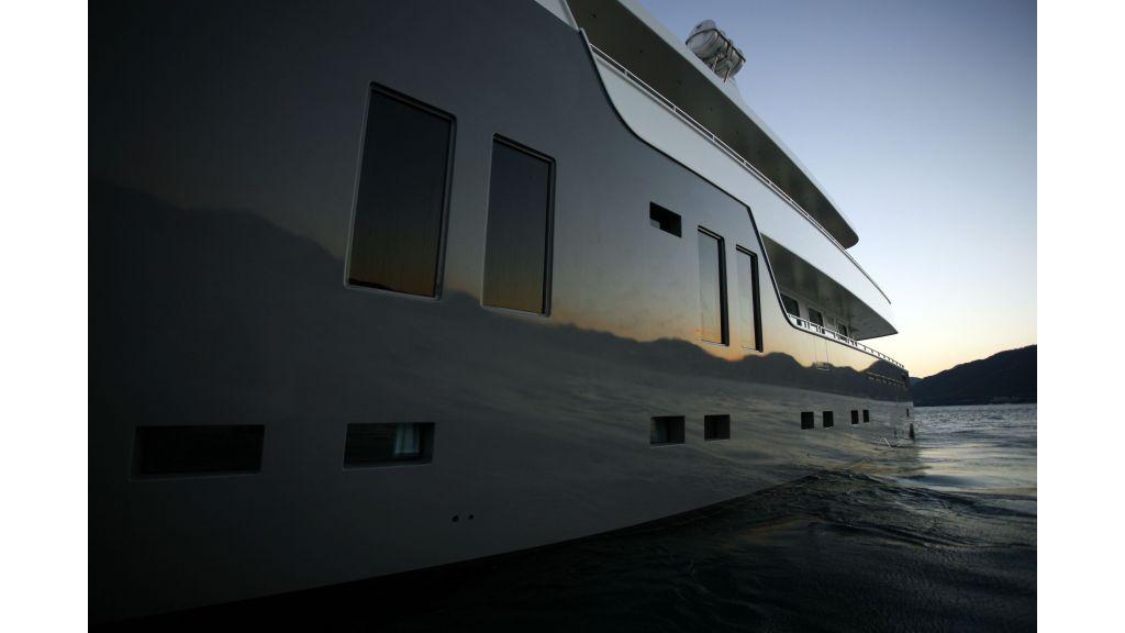 Explorer class motor yacht (9)