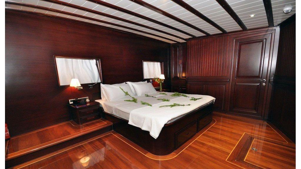 Smile-Luxury-Sailing-Gulet master
