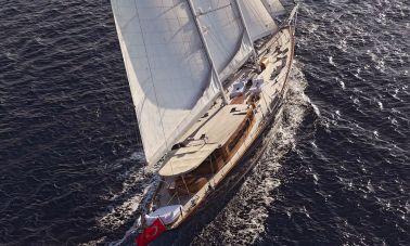 Sailing Yacht Regina master