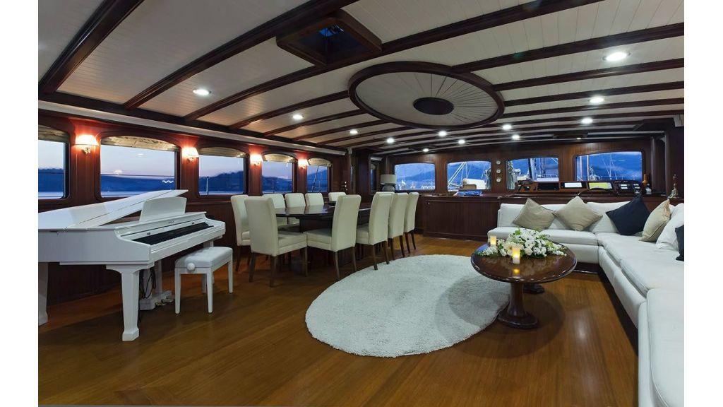Sailing-Yacht-Regina-master