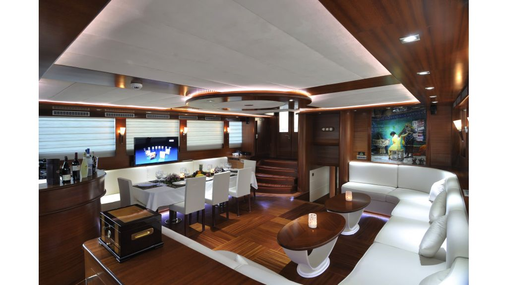 Dolce-Mare-Luxury-yacht,