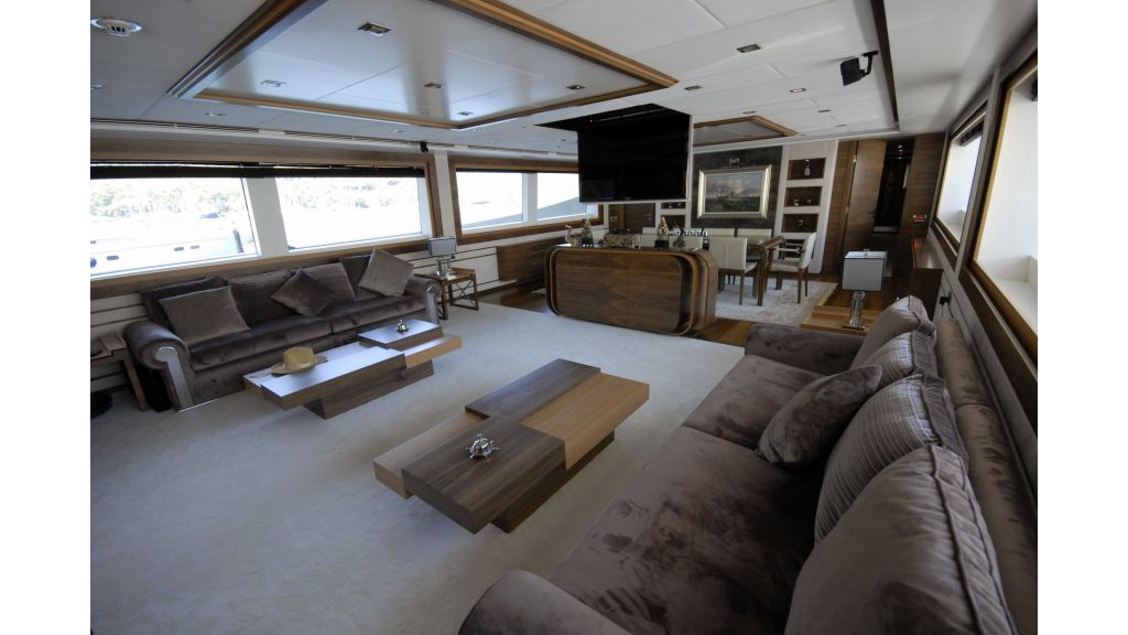 Steel motoryacht for charter-master