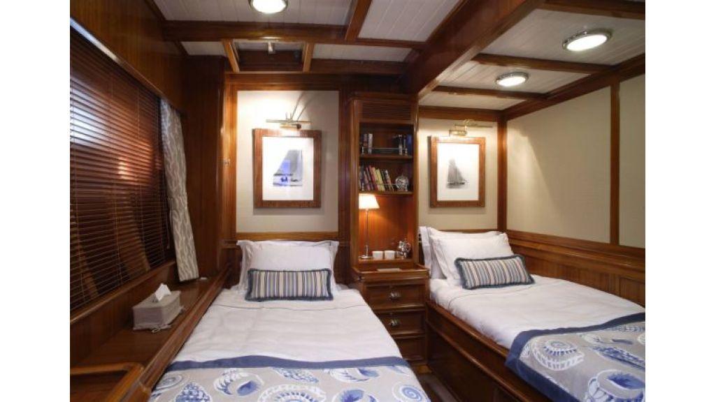JAZZ_JR_sailing_yacht (13)