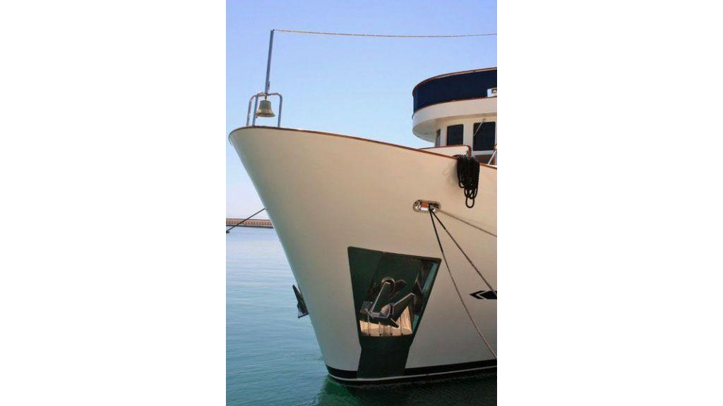 private steel hull motoryacht (18)