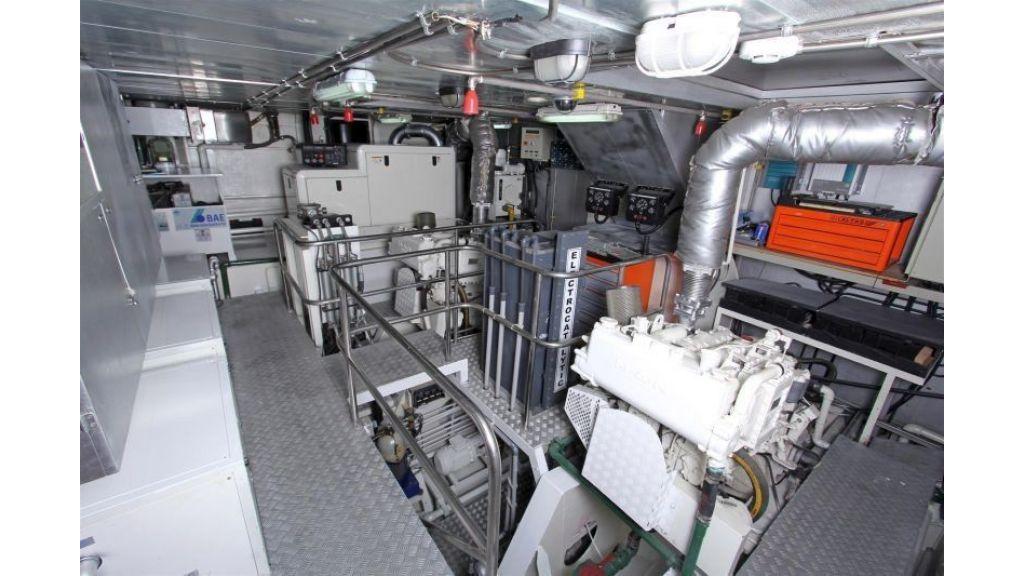private steel hull motoryacht (20)