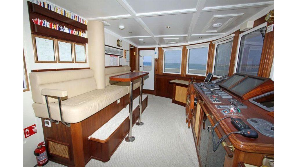 private steel hull motoryacht (21)
