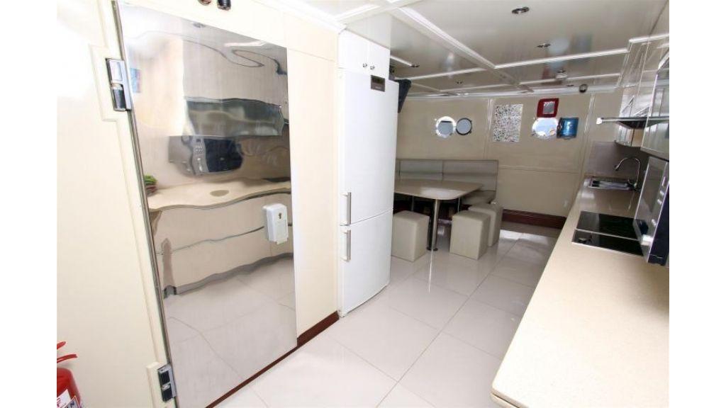 private steel hull motoryacht (25)