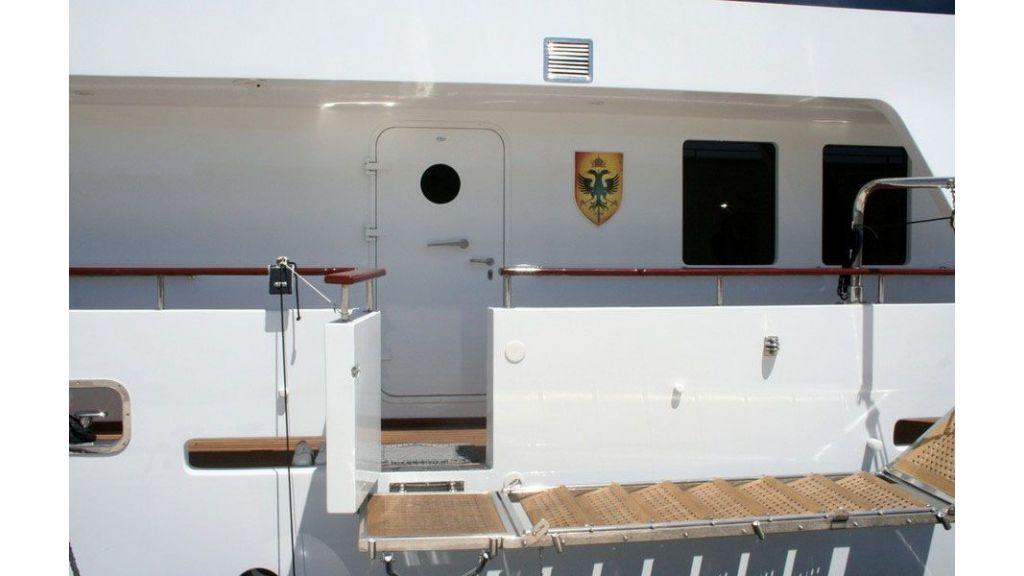 private steel hull motoryacht (3)