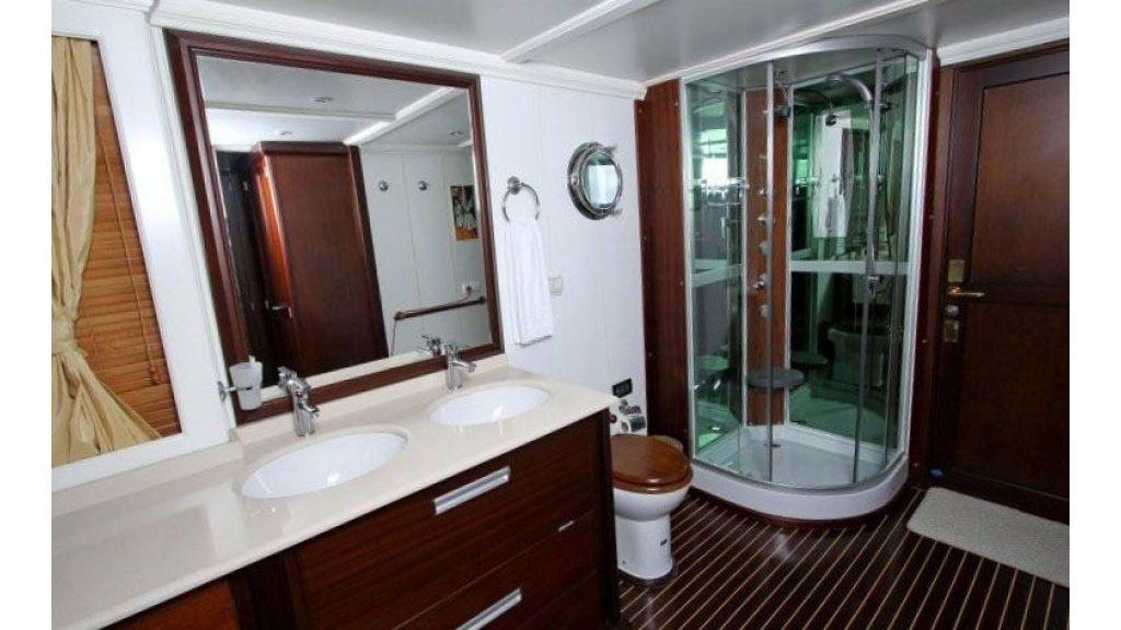 private steel hull motoryacht (30)