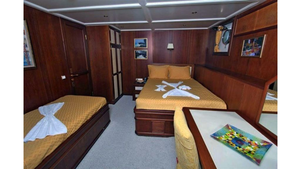 private steel hull motoryacht (37)