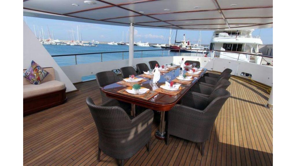 private steel hull motoryacht (4)