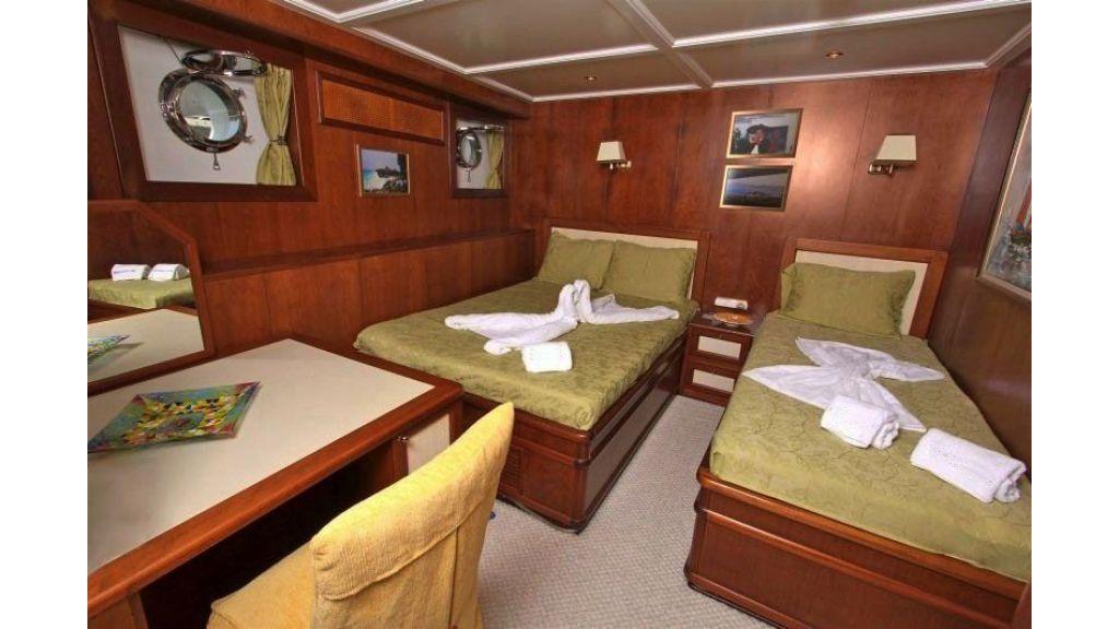 private steel hull motoryacht (40)