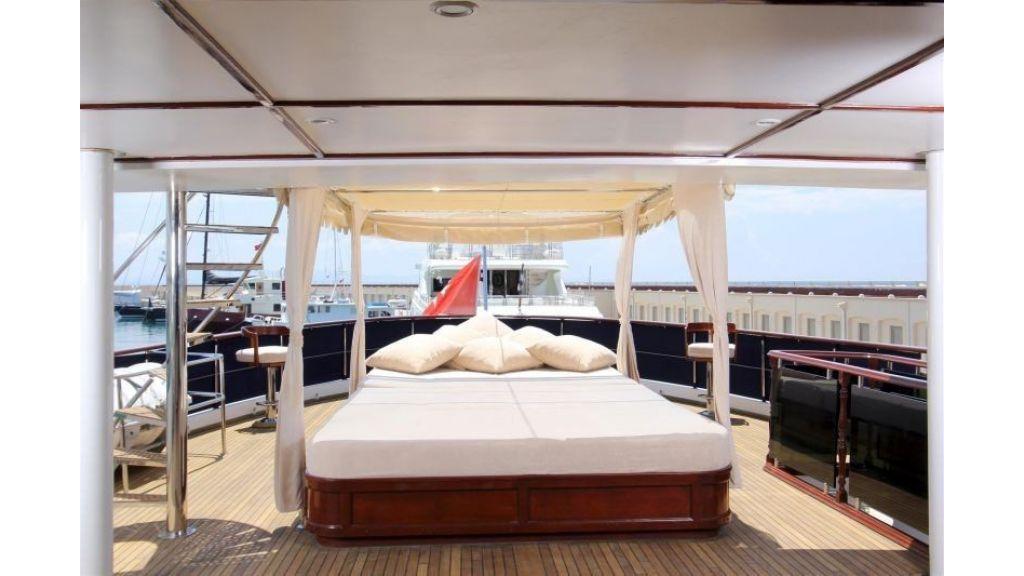 private steel hull motoryacht (8)