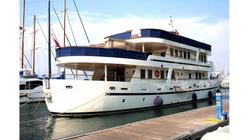 private steel hull motoryacht, private steel hull motoryacht