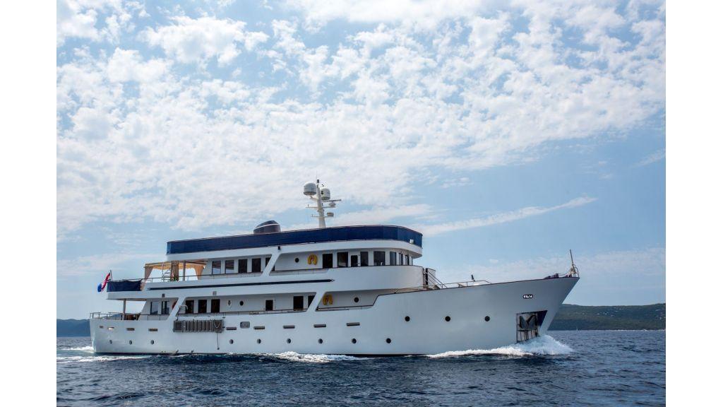 Steel Hull Motoryacht (14)