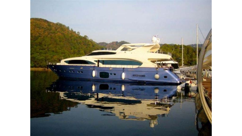 Laminated_wood_motoryacht (25)