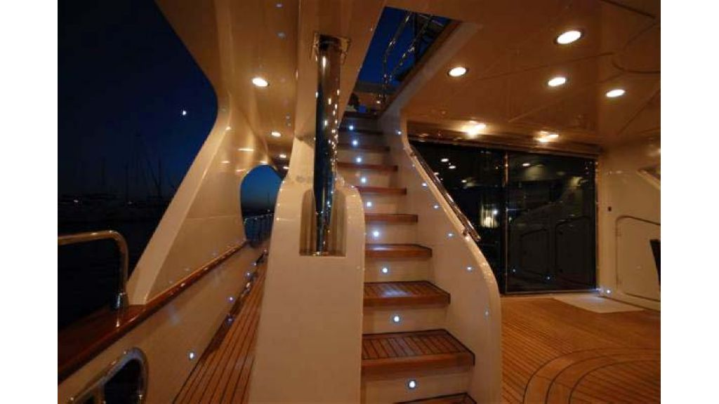 Laminated_wood_motoryacht (32)