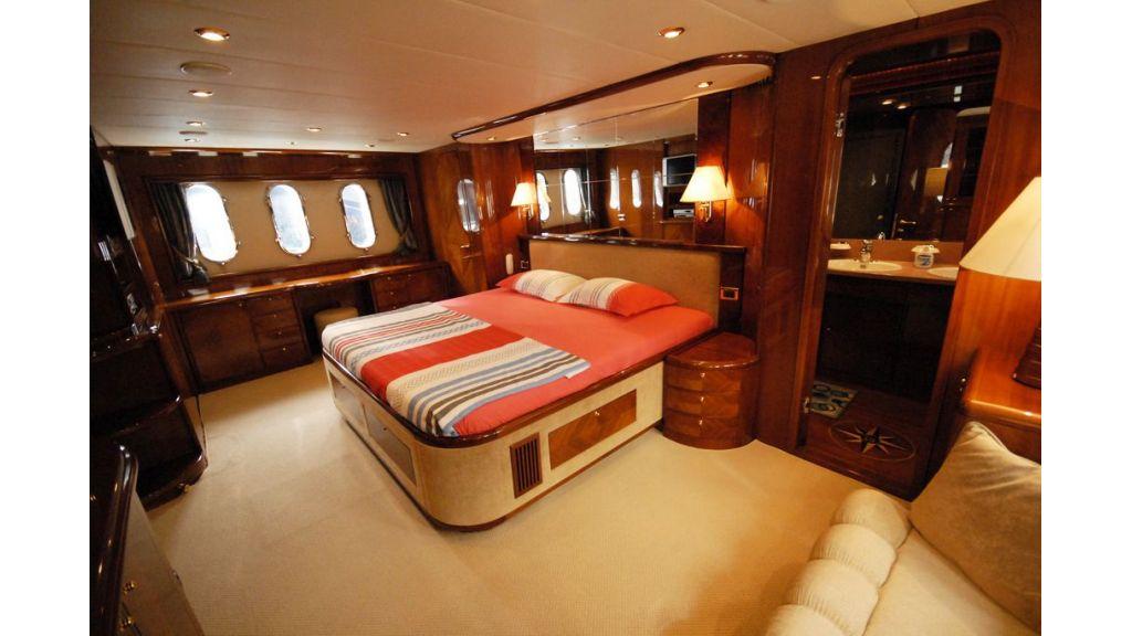 Elegant built motoryacht (10)