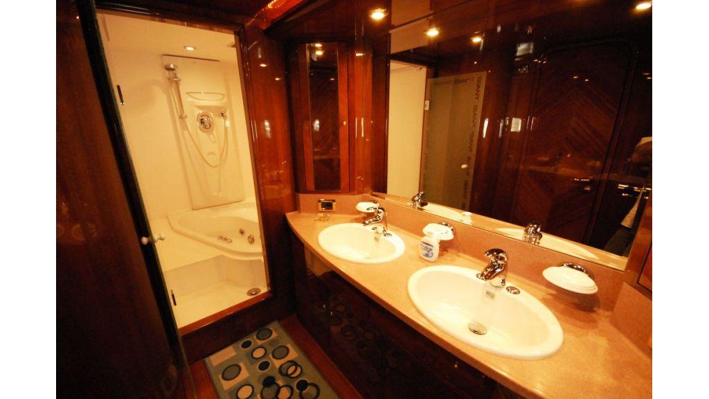 Elegant built motoryacht (11)