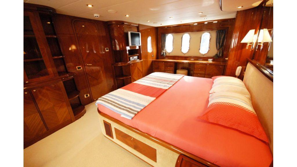 Elegant built motoryacht (12)