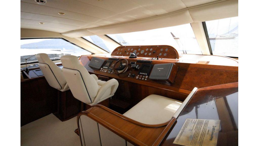 Elegant built motoryacht (14)