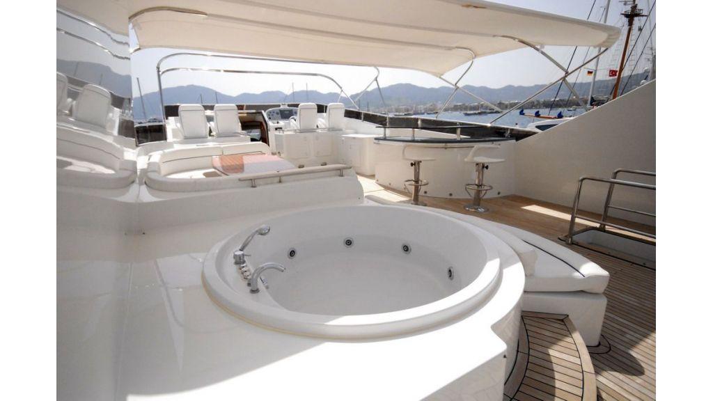 Elegant built motoryacht (16)