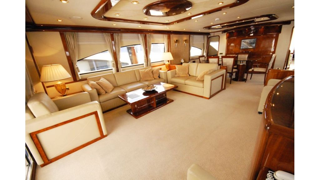Elegant built motoryacht (18)