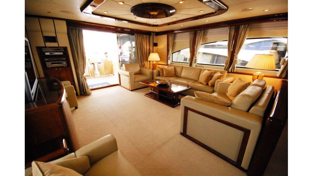 Elegant built motoryacht (19)