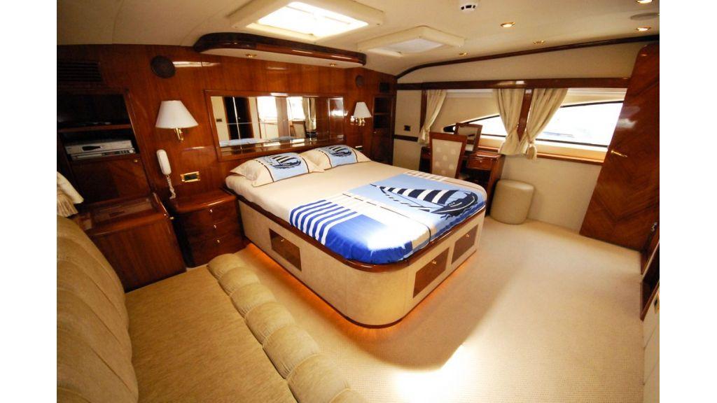 Elegant built motoryacht (2)