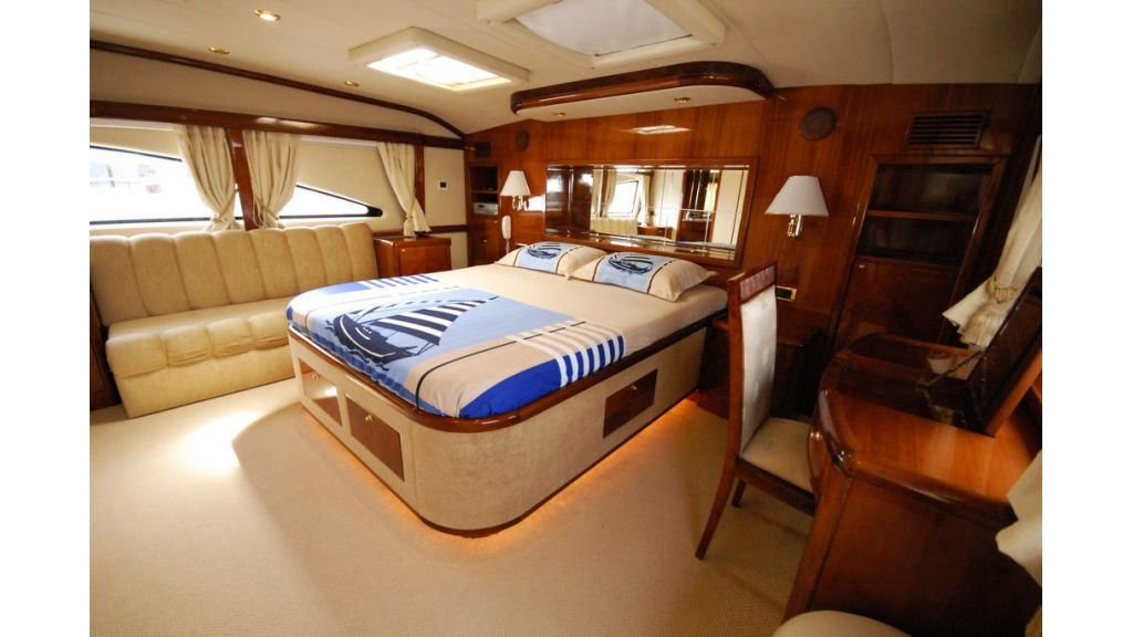 Elegant built motoryacht (4)