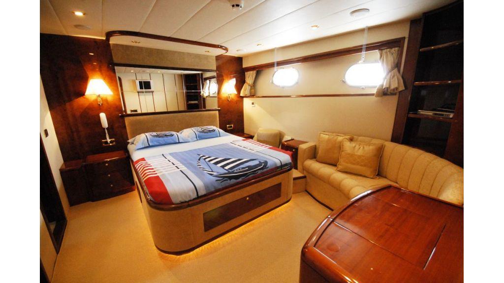 Elegant built motoryacht (5)
