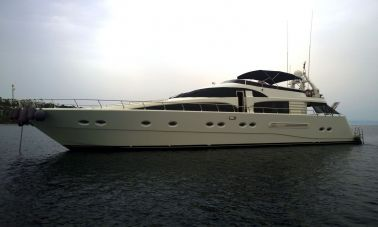 Laminated wood motoryacht (1)