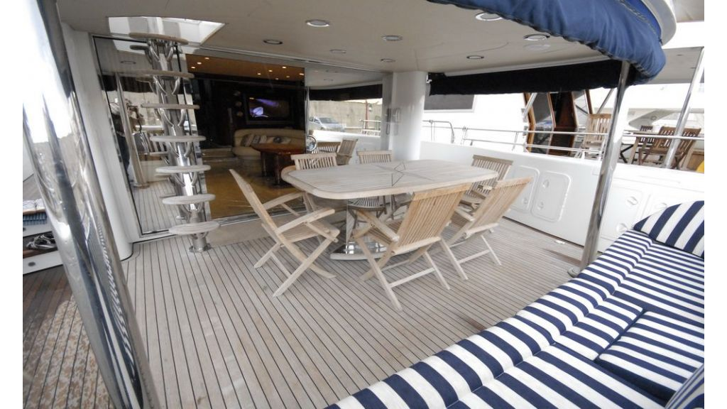 Laminated wood motoryacht (21)