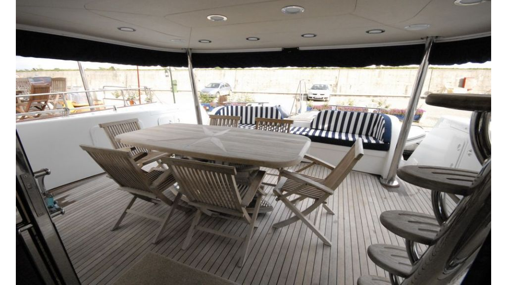Laminated wood motoryacht (28)