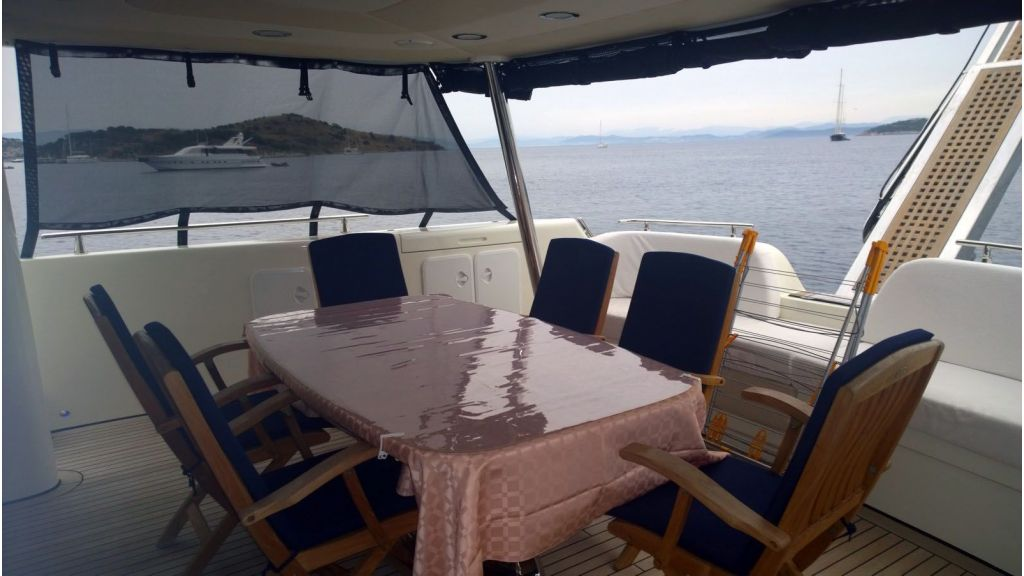 Laminated wood motoryacht (36)