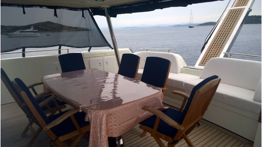 Laminated wood motoryacht (37)