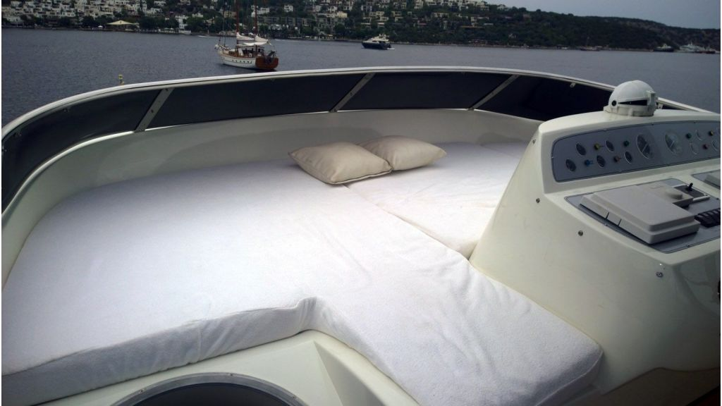 Laminated wood motoryacht (39)