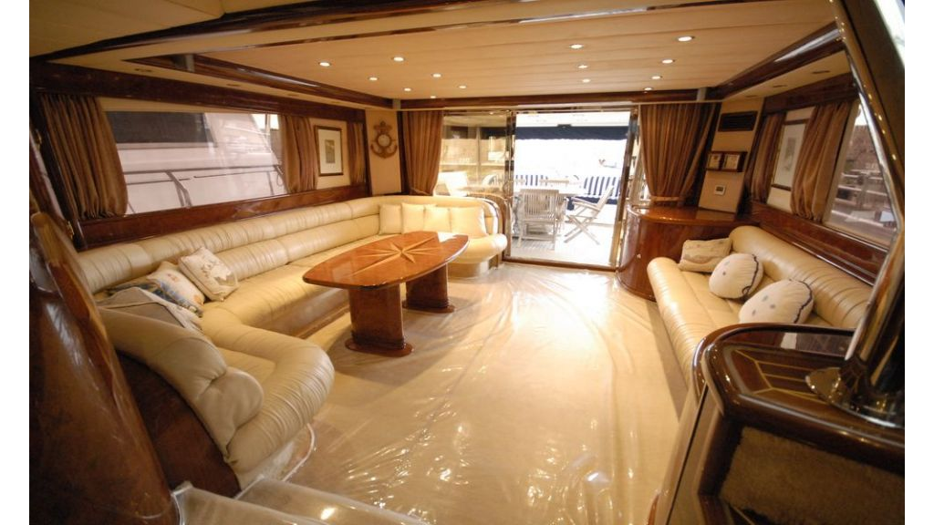 Laminated wood motoryacht (6)